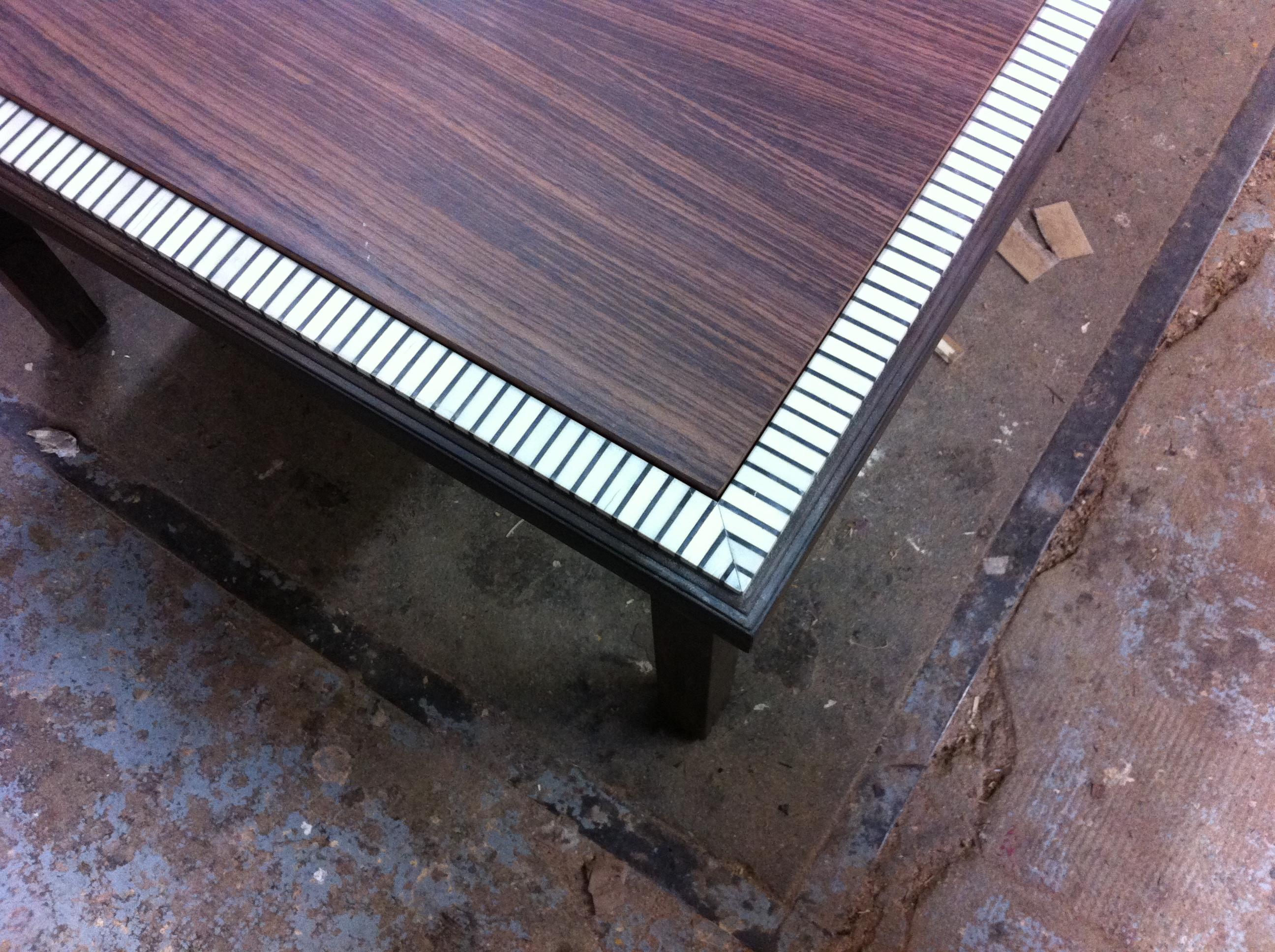 table basse palissandre et ivoire détail marqueterie