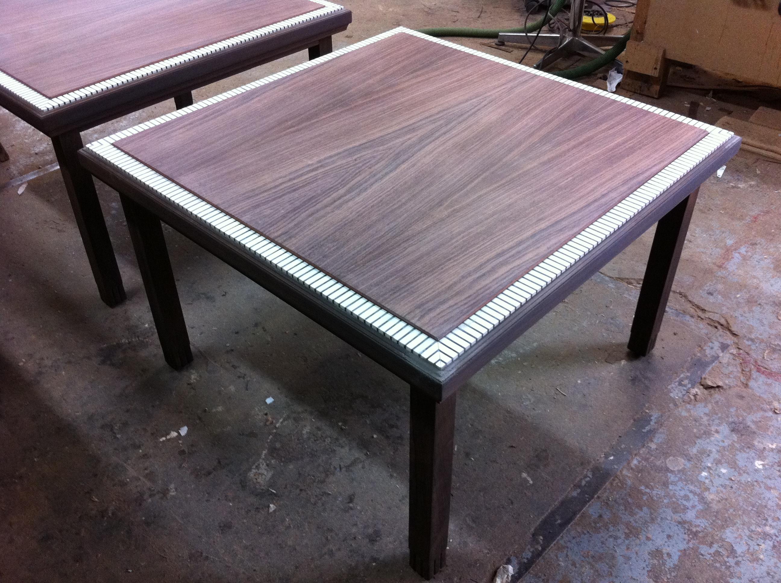 table basse palissandre et ivoire avant vernis